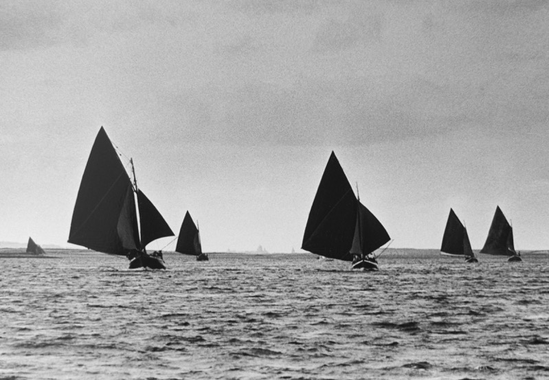 Bádóirí - Hookers crossing Galway Bay